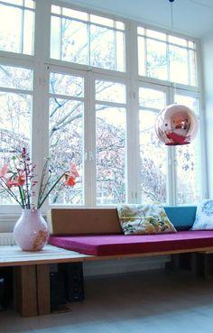 bankje-voor-het-raam