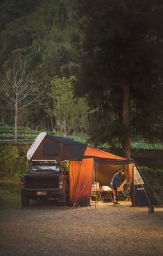 Truck bed tents are a remarkable alternative to having to set up a camping tent and rest on the ground, plus they offer added security as well as personal privacy. Rooftop Tent Camping, Glamping, Outdoor Camping, Outdoor Gear, Camping Hammock, Outdoor Stuff, Truck Bed Tent, Car Tent, Jeep Tent