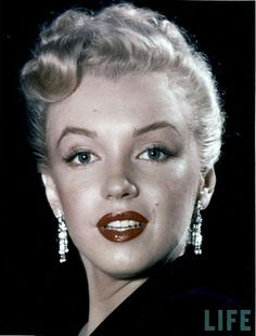 Retronaut published these devastatingly beautiful portrait shots of the late, great Marilyn Monroe, which were taken by Edward Clarke in 1950, when she was around 24 years old.