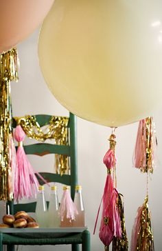 Round balloons and tassles Round Balloons, Balloons And More, Balloon Tassel, Love Balloon, Party Time, Party Party, Party Ideas, Geronimo, Birthday Parties