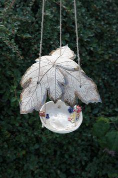 Vogeltränken - Vogeltränke hängend mit Blattdach - ein Designerstück von ThoLiKo bei DaWanda