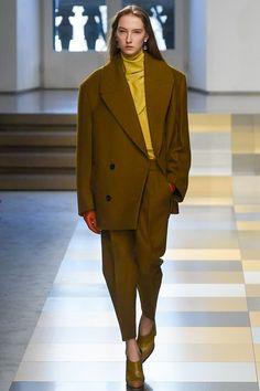 d4c77896bcf5 Jil Sander Fall 2017 Ready-to-Wear Fashion Show