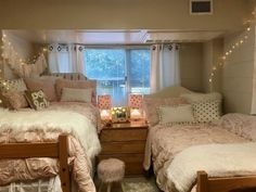 41 Cute Dorm Room Ideas for Girls Decorations That You Need To Copy 21 College Dorm Room Ideas Copy Cute Decorations dorm girls ideas room College Bedroom Decor, College Dorm Decorations, College Room, College Life, Girl College Dorms, Room Decorations, Bedroom Apartment, Pink Dorm Rooms, Cute Dorm Rooms
