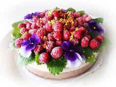 raaka vanilja-suklaa-marja-kakku