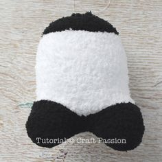 Sew a set of twin sock panda PaiPai & PeiPei with pair of white & black chenille microfiber socks. Free pattern with steps photo and printable template. – Page 2 of 2 Animal Sewing Patterns, Sewing Patterns Free, Free Sewing, Doll Patterns, Free Pattern, Bear Patterns, Diy Sock Toys, Sock Crafts, Diy Handmade Toys