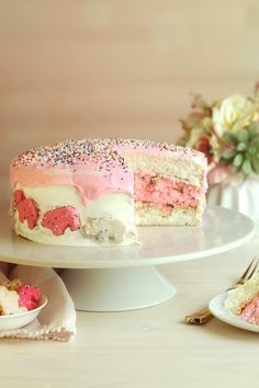 Treat yourself to the nostalgic taste of frosted animal cookies, dressed up and baked into a bright and cheery layer cake! This pink-and-white animal cracker layer cake recipe is fun for the whole family. Layer Cake Recipes, Dessert Recipes, Desserts, Flat Cakes, Simple Dessert, Pink Foods, Animal Crackers, Round Cake Pans, Cake Toppings