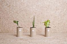 Urban Survival Pack / Ryan Romanes | Design d'objet Le «Urban Survival Pack» du designer Ryan Romanes est un kit de trois tubes. Ils contiennent du matériel d'urgence, des ustensiles de jardinage et des graines