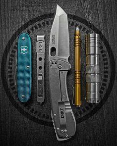 Survival Mode, Survival Stuff, Urban Survival, Edc Tactical, Edc Everyday Carry, Edc Knife, Edc Gear, Knifes, Yolo