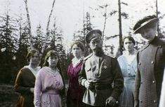 Tsar Nicholas II with daughters Maria Romanov Anastasia Romanov Olga Romanov Tatiana Romanov The series of the unique pictures were taken by the Tsar. Anastasia Romanov, Tatiana Romanov, Anastasia Russia, La Familia Romanov, Adele, Zar Nikolaus Ii, Rare Historical Photos, House Of Romanov, Haunting Photos