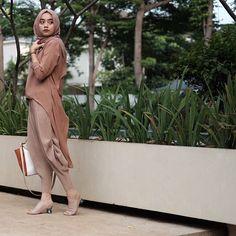 Islamic Fashion, Muslim Fashion, Modest Fashion, Hijab Fashion, Fashion Outfits, Fashion Hats, Fashion Ideas, Fashion Trends, Casual Hijab Outfit