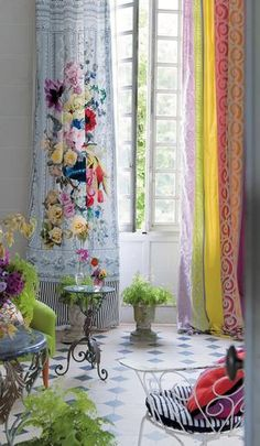 You can get the greatest buys if, for example, you don't mind if your curtains match. I much prefer it! By Tricia Guild. Living Room Designs, Living Room Decor, Curtain Styles, Interior Decorating, Interior Design, Designers Guild, Home Decor Inspiration, Fashion Inspiration, Bohemian Decor