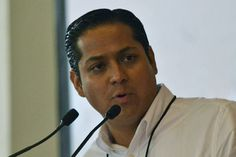 El diputado de Movimiento Ciudadano llamó al gobernador de Michoacán, Silvano Aureoles, a actuar si tiene la información de que hay alcaldes presionados por la delincuencia organizada; además, no cree ...
