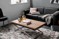 Mesas ajustables, de BoConcept, muebles para vivir en espacios pequeños y en ciudades.