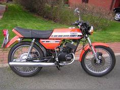 1976 Yamaha RD200C Yamaha 125, Yamaha Bikes, Japanese Motorcycle, Motorcycle Art, Classic Motors, Classic Bikes, Yamaha Motorbikes, Super Bikes, Street Bikes