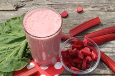 In the smoothie world, fruits like strawberries and bananas might reign supreme, but this recipe shows that greens like Swiss chard also create tasty, slurp-worthy beverages. Drink up! Healthy Fruit Smoothies, Easy Smoothie Recipes, Smoothie Ingredients, Healthy Food, Rhubarb Syrup, Rhubarb And Custard, Summer Mixed Drinks, Sweet Potato Smoothie, Best Probiotic