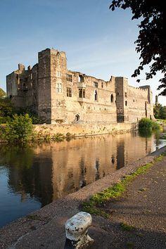 century Newark Castle, Newark-on-Trent, Nottinghamshire, England Castle Ruins, Medieval Castle, Beautiful Castles, Beautiful Buildings, Places To Travel, Places To See, Newark Castle, Newark On Trent, Castle Pictures