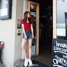 HMOE Style Fashion, Fashion Ideas, Fashion Inspiration, Simple Style, My Style, Self Motivation, Korea Fashion, Short Tops, Inspired Outfits