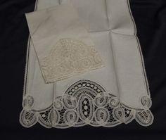 Detalle en esta combinación de lino con encaje de brujas.