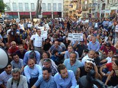 GokhanBicici Gokhan Bicici 50 dk #direngazeteci eyleminde oturma eylemi başladı pic.twitter.com/8BuYHtIIsx #direngazeteci gazeteciler istanbul'da eylemde 12.07.2013