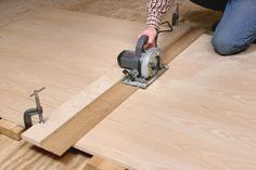to Make Straight Circular Saw Cuts Every shop should have a circular saw. A couple of simple jigs will keep it cutting straight and true.Every shop should have a circular saw. A couple of simple jigs will keep it cutting straight and true. Learn Woodworking, Woodworking Workbench, Popular Woodworking, Woodworking Videos, Woodworking Furniture, Woodworking Crafts, Woodworking Jigsaw, Woodworking Techniques, Woodworking Equipment