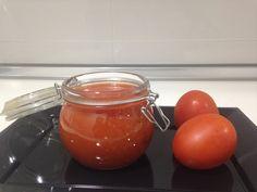 Este ketchup es natural y está muy rico, además es perfecto para acompañar nuestras comidas Ingredientes: - 750 gr de tomates pera cortados en cuartos - 50 g...