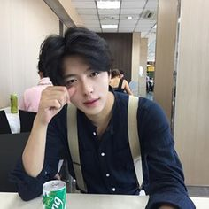 Ulzzang Boy Selca discovered by † ∞ M o o n ∞ † Korean Boys Ulzzang, Ulzzang Boy, Korean Men, Beautiful Boys, Pretty Boys, Cute Boys, Beautiful People, Cute Asian Guys, Asian Boys