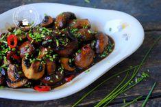 Ketjap champignons maak je in een handomdraai. Dit snelle en simpele vegetarische gerecht is heerlijk bij rijst en smaakt ook prima op een broodje.