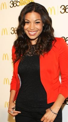 Former American Idol winner Jordin Sparks looks chic, polished and sophisticated with this loose wavy style at the 2013 365 Black Awards.