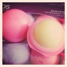 Baume à lèvres eos fraise sur www.cometeshop.com shoot from instagram of Cometeshop  - eos - lip balm - beauty - lips -