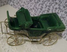 Green Victorian horse drawn carriage surrey #625