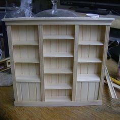 Cabinet Tutorial - keep in mind when making walk-in closet. Cabinet Tutorial - keep in mind when making walk-in closet. Miniature Rooms, Miniature Crafts, Miniature Houses, Miniature Furniture, Dollhouse Furniture, Dollhouse Tutorials, Diy Dollhouse, Dollhouse Miniatures, Tyni House
