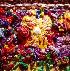 detalle de bordado floral. detail of floral embroidery www.instagram.com/barbiegirl_travels_arts