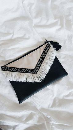 Trendy Bag Description Boheme pouch in faux leather with … - Womens Bags Diy Fashion, Fashion Bags, Diy Bags No Sew, Sacs Design, Potli Bags, Embroidery Bags, Boho Bags, Fabric Bags, Handmade Bags