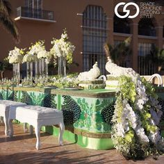 #tablescape How incredible is this peacock-inspired table design? As seen in #GOfall15