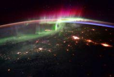 Imagem da aurora boreal tomada desde a Estação Espacial Internacional.