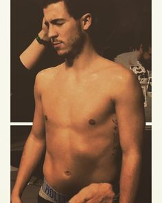 😊😊😊 Eden Hazard Chelsea, Soccer Guys, Hot Guys, Hot Men, Cool Pictures, Swimwear, Bathing Suits, Swimsuits, Swimsuit