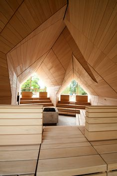 Jordanbad Sauna Village consists of a large infusion sauna for persons, one herbal sauna and one fireplace sauna, each for around 25 people. Herbal and fireplace sauna ( ´double- sauna´) are accessed via a shared foyer. Saunas, Sauna House, Portable Sauna, Apex Roof, Sauna Design, Outdoor Sauna, Arch Interior, Interior Design, Design Design