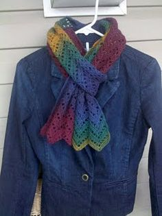 crochet - love the scarf, but REALLY love the yarn's colors!