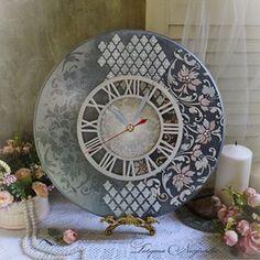 Clock Craft, Diy Clock, Wooden Letter Crafts, Decopage, Funky Painted Furniture, Unique Clocks, Resin Artwork, Decoration, Furniture Makeover