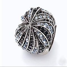 Avon Mark. Twist & Shine Ring