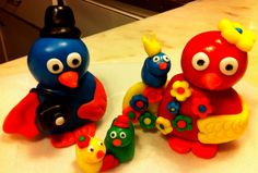 Birds made of fondant (pasta portuguesa)
