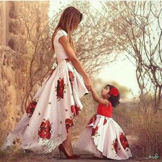 Mommy and Me OMG! How cute is j whittle mommy and me outfit. Mommy and Me Source : OMG! How cute is j whittle mommy and me outfit. Mother Daughter Fashion, Mom Daughter, Mother Daughters, Mother Son, Mommy And Me Outfits, Kids Outfits, Mommy And Me Dresses, Christmas Skirt, Matching Outfits