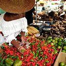 I colori della Martinica al mercato (da provare i dolci..e piccanti peperoncini rossi)