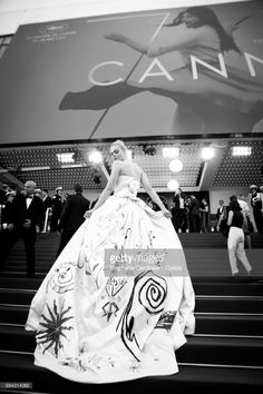 Elle Fanning attends the 'Ismael's Ghosts (Les Fantomes d'Ismael)' screening and Opening Gala during the 70th annual Cannes Film Festival at Palais des Festivals on May 17, 2017 in Cannes, France.