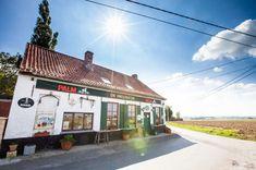 Wandelen door de Westhoek, België | oppad.nl Brussel, Land, Om, Places, Outdoor Decor, Travel, Lasagna, Viajes, Destinations