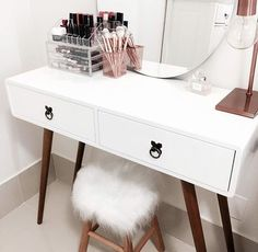best makeup vanities & cases for stylish bedroom 33 Cute Bedroom Ideas, Cute Room Decor, Glam Room, Decoration Inspiration, Stylish Bedroom, Aesthetic Bedroom, Beauty Room, Dream Rooms, My Room