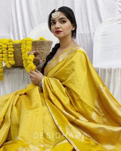 Check out the handpicked elegant handwoven sarees of India by the brand Desi Dhaga. Indian Photoshoot, Saree Photoshoot, Latest Indian Fashion Trends, Kerala Saree Blouse Designs, Sarees For Girls, Ethnic Outfits, Indian Outfits, Dress Indian Style, Indian Wear