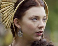 Anne Boleyn - The Tudors Tudor Costumes, Medieval Costume, The Other Boleyn Girl, Tudor Dynasty, Natalie Dormer, Anne Boleyn, Queen Anne, Jewelry Making, Drop Earrings