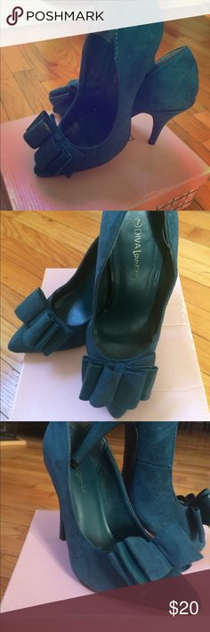 Teal Diva Lounge by Modcloth Size 7 Pointed Toe Teal Suede Pointed Toe Heels, Diva Lounge by Modcloth. Beautiful teal color with perfect point Toe and dreamy full bow. Very good used condition. Little wear on soles (shown in pic) Perfect to glam up any outfit!! Modcloth Shoes Heels