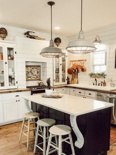 The farmhouse kitchen sinks (a. cover sinks) will finish the appearance of y. White Farmhouse Kitchens, Farmhouse Sink Kitchen, Country Kitchen, Farmhouse Style, Kitchen Sinks, Plot Plan, Single Bowl Sink, Barn Lighting, Kitchen Styling